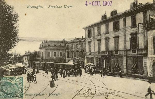La stazione tranviaria di Treviglio in una cartolina storica.