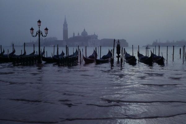 Venezia-Venice-Venedig-at-night_JBU-02