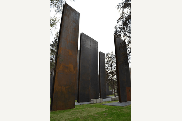mexico-memorial-crop-verticale